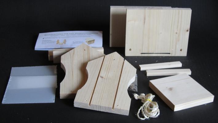 Vogelhaus Bausatz Packungsinhalt